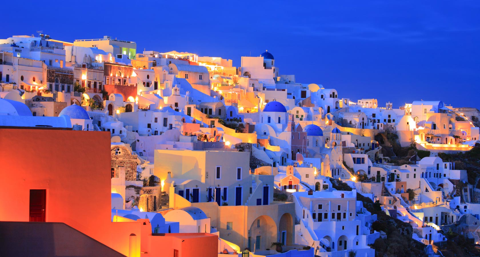 Enjoy the magnificent beauty of Oia in Santorini